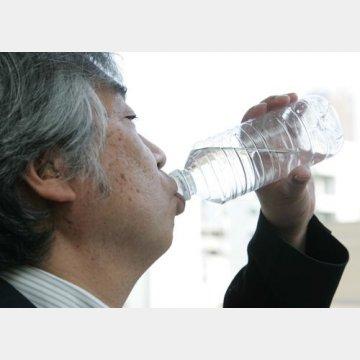 大量の水を飲む悪循環に/(C)日刊ゲンダイ