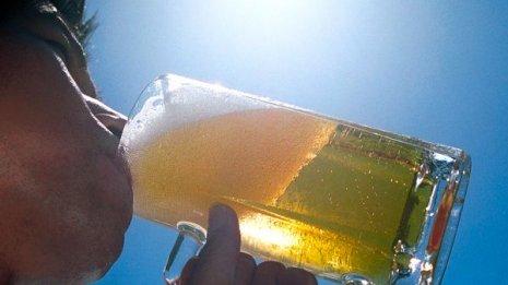 ビールをグビグビが命削る…夏こそ増える「脳卒中リスク」