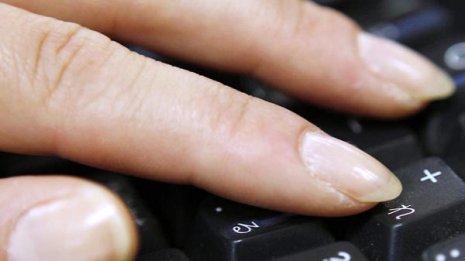 がんの可能性も…爪の「色と形の変化」は病気のサイン