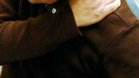 肉体と神経くたびれ…肩凝りが全身痛「頚肩腕症候群」を招く