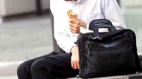 食べているのに栄養不足…疲労の陰に「新・栄養失調」あり