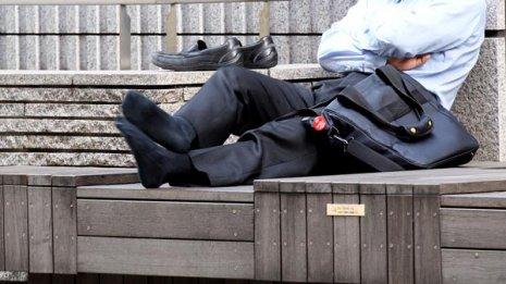 働き盛りのサラリーマンを襲う「慢性疲労症候群」の対処法