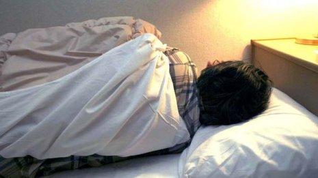 満月の夜は寝つきが悪く睡眠が浅い?