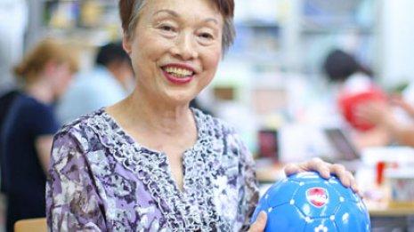日本ブラインドサッカー協会理事長 釜本美佐子さん (73) 網膜色素変性症 ㊦