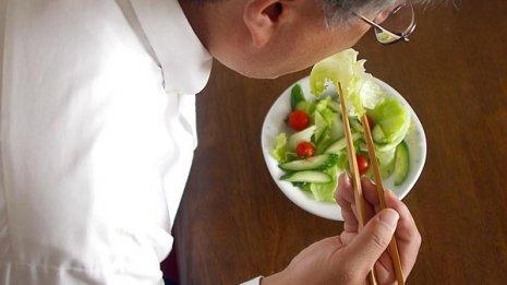 サラダは体を冷やす