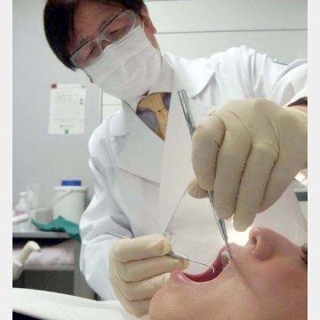 歯科ドック室長を務める美容歯科の真鍋厚史教授