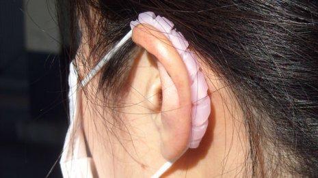 マスクが耳に食い込むのを防ぐ「耳裏ガード マスクッション」
