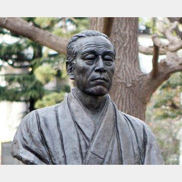 慶應義塾大学(日吉キャンパス)の福沢諭吉像
