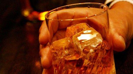 「酒は百薬の長」は本当か? 研究機関が因果関係に疑問符