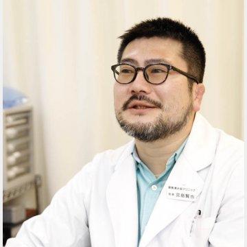 医師の宮島賢也さん