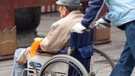 同時に消臭&除菌 「洗剤」ひとつで介護労力が軽減できる