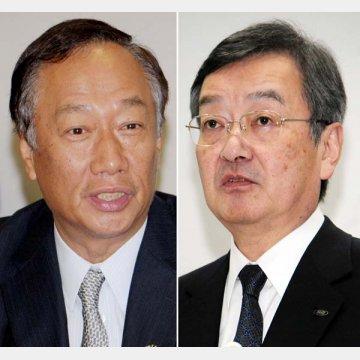鴻海の郭会長(左)と高橋社長