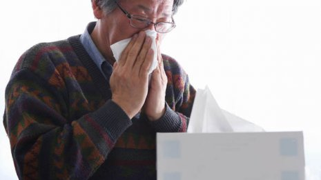詰め物はNG「止まらない鼻血」の対処法 重大病の危険も