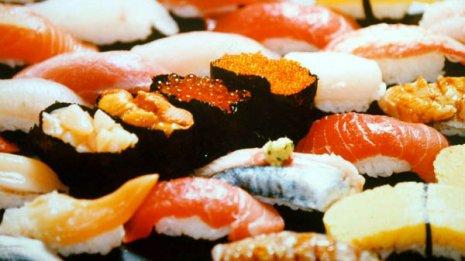 寿司屋では丼より定食を選んで減塩&栄養バランス調整