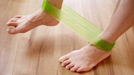 「フットチューブ」で隙間時間に脚の筋力アップ
