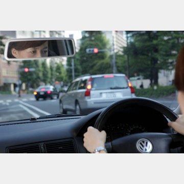 緑内障は視野が狭くなり、交通事故を起こしやすい
