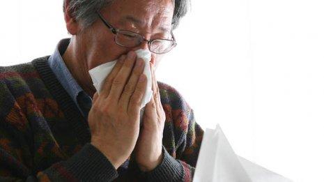 鼻炎を招く危険も つらい鼻づまりは薬の多用で悪化する