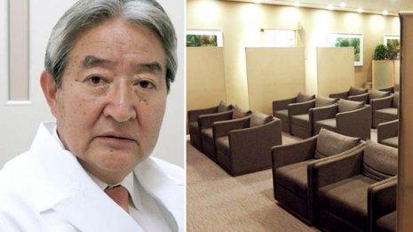 順天堂大学医学部付属順天堂病院の久岡英彦教授と待合室