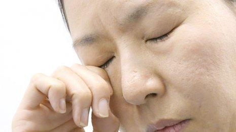 【目がまぶしい】ヒアルロン酸、コンドロイチン入り市販薬で様子を見る
