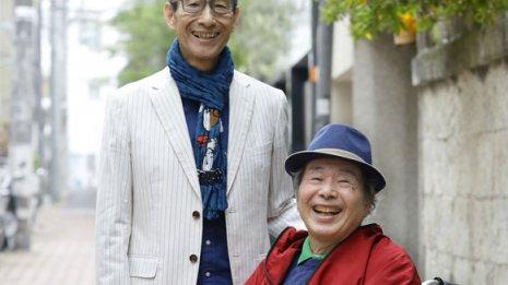 今も精力的に活動を続ける菅原孝さん(右)と弟の進さん