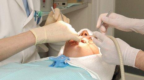 義歯やインプラントに代わると注目 「接着ブリッジ」とは