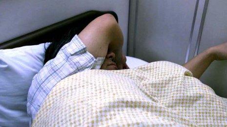 寝ている間クーラーを切らない