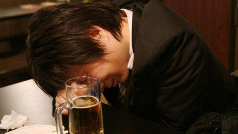 短時間の過度な飲酒で外傷リスクが25倍に増える