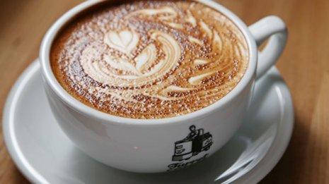 コーヒーは百薬の長? 最新の研究結果と注意するべきこと