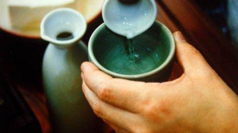 適量は日本酒1合まで 飲酒による大腸がんリスクを知る