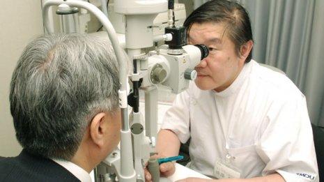 目のかすみや視力低下…実は「性感染症」が原因かも