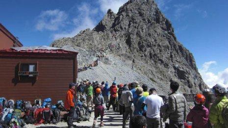 シルバーウイークには800人もの登山者が槍ケ岳に