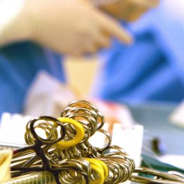志望者たった1割 外科医不足で将来手術ができなくなる?