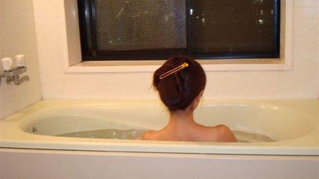 風邪で発熱…湯船につかったり髪を洗ったりするのはNG?