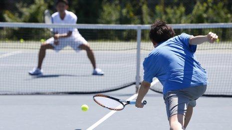 米有名病院が報告 テニスやバドミントンを楽しむ人は長寿