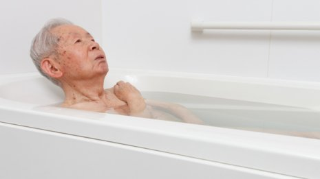 """医学博士に聞いた 高齢者が""""熱い風呂""""を好むのはなぜだ?"""