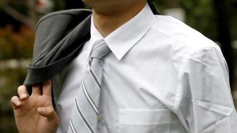 放射線医学専門誌で報告 ネクタイが認知症の原因になる?