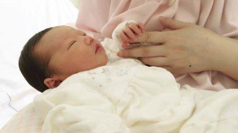 母子の絆や愛情に影響 「母乳育児」の大切さを見落とすな