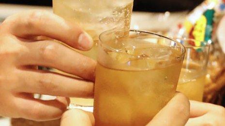 """一流医学誌で発表 """"少しのお酒は健康に良い""""は本当か?"""
