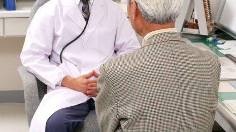 高齢者が高血圧や高血糖の薬を飲み続けるのは考えもの