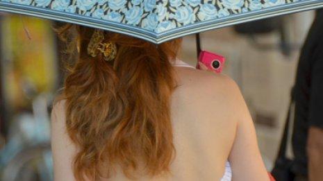 有害な紫外線はブロックするが…日焼け止めは体に安全か