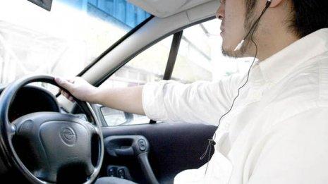 交通事故死リスクが上昇 自動車運転中の喫煙に注意すべし