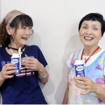 足立博子さん(左)と松本玉美さん