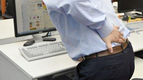 【腰】「腰の痛みナビ体操」が効く3タイプの判定とやり方
