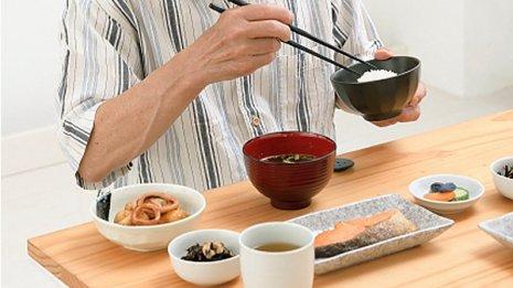 バランスの良い食事は高齢者の心身の衰えを予防するのか