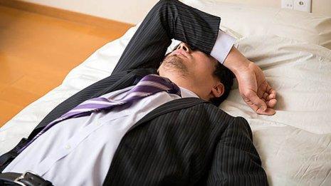 11時間未満で長時間労働「勤務間インターバル」の平均は?