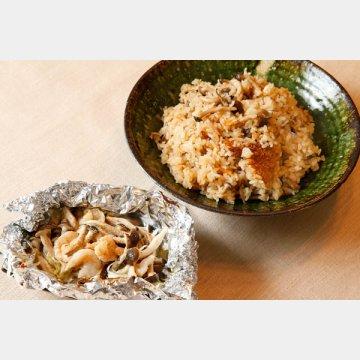 シメジの炊き込みご飯(右)とホイル焼き