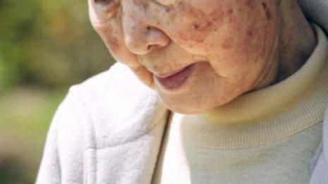 毎日「入れ歯」を洗浄する高齢者は肺炎になりにくい?