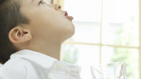 インフル対策にアルコール消毒と加湿は役立たずに? 医師が感染力を語る