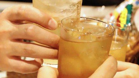 表面に浅い潰瘍やびらん…なぜお酒を飲むと胃が荒れるのか
