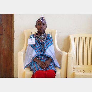 女性器切除(FGM)などの有害な行為に反対するマサイ族の少女(ケニア)/